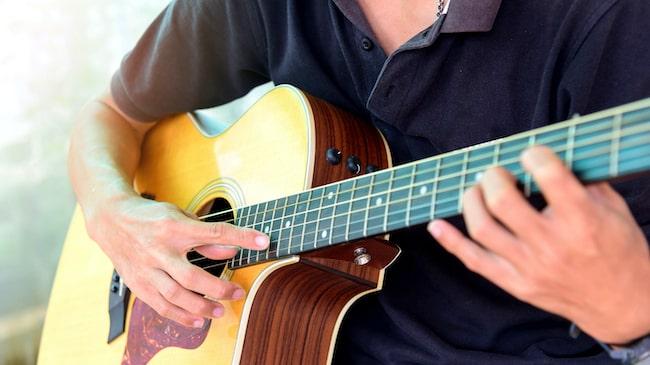 【全て解説】ギターのハーモニクスの種類とコツ【動画解説有り】