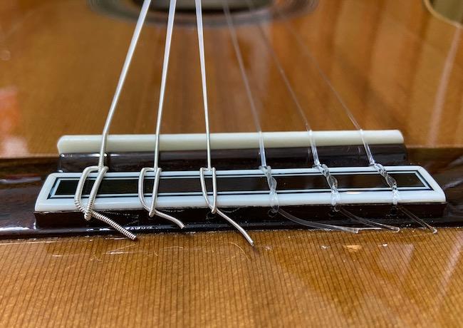 クラシックギターの弦交換(ブリッジ側)2
